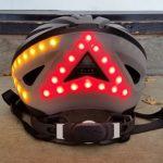 これは便利なLEDライト/ウインカー/ストップランプつきヘルメット。日本では「電波法」が障壁に