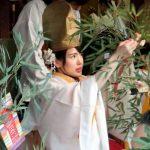 今宮戎神社の巫女さん、「ゑびす娘」の衣装はモンベル製