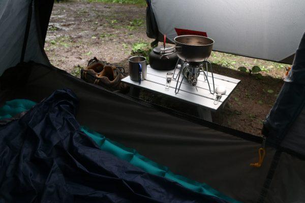 就寝時にすべての荷物をテント内に収容できる。