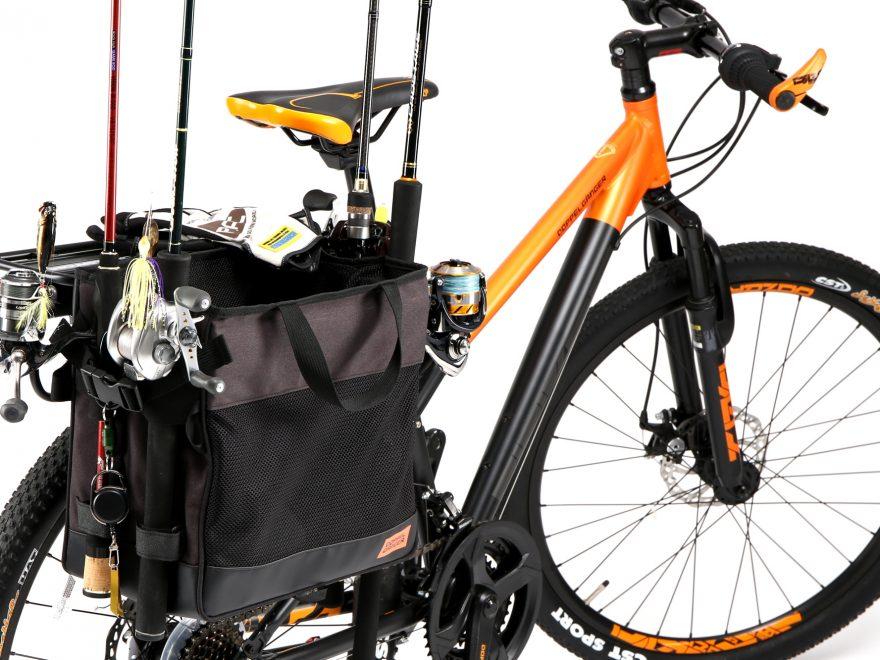 ポン付けするだけで釣り竿4本を自転車で運べる。ありそうで ...